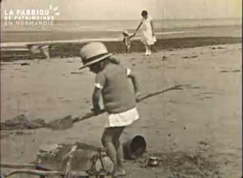 1926, en famille au bord de mer