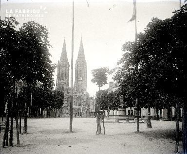 B001 Saint Lo La cathédrale 1903