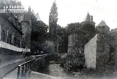 B003 Promenade dans les douves du château