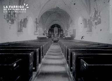 B004 Intérieur d'église