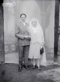 B004 Portrait couple de mariés devant toile peinte 2