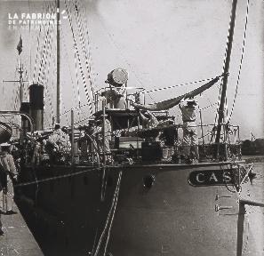 B005 Le bateau à quai