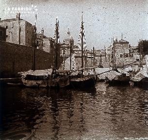 B005 Les bateaux dans le port