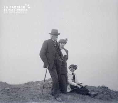 B007 Deux femmes et le vieil homme