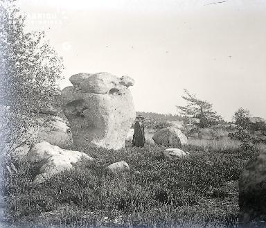 B007 La femme et le rocher