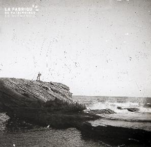 B008 L'homme sur le rocher