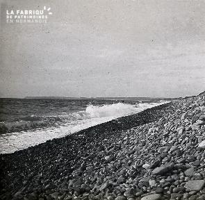 B014 La Hague La plage de galets 2