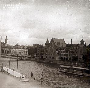 B019 Foire Expo Universelle bateau croix rouge sur la seine