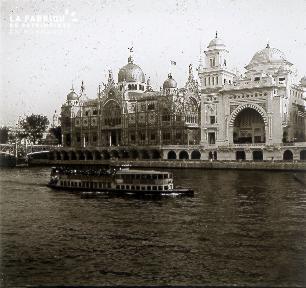 B019 Foire Expo Universelle bateau devant palais