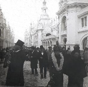 B019 Foire Expo Universelle foule dans la rue