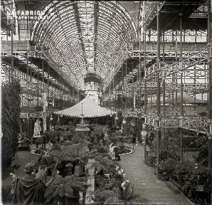 B019 Foire Expo Universelle palmiers sous hangar