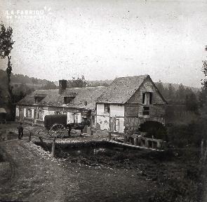 B020 Quotidien cheval devant un moulin
