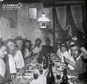 B020 Quotidien famille à table