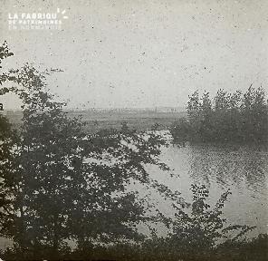 B021 La Hague bord de rivière2