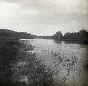 B022 La Hague bord de rivière