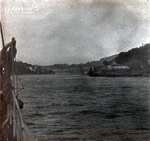 B022 La Hague vue d'un bateau sur le port