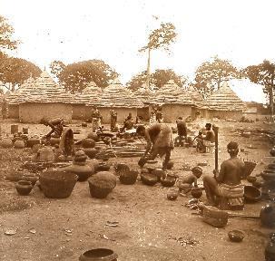 B023 Afrique scène de la vie quotidienne femmes cuisinant2