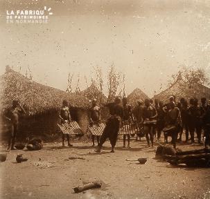 B023 Afrique scène de la vie quotidienne hommes avec des instruments de musique