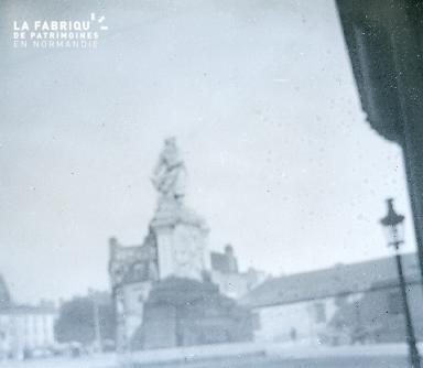 B024 Statue