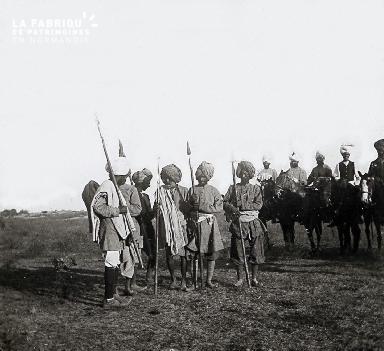 B027 Inde soldats armés avec chevaux
