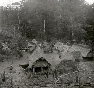 B027 Indochine vue sur un village