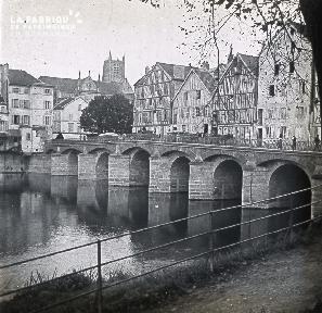 B028 Pont et maisons à colombage