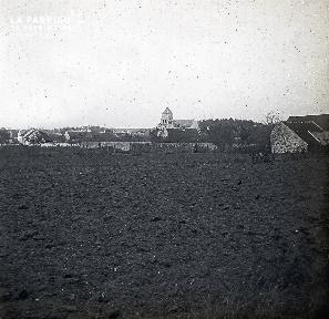 B036 La Hague paysage de campagne vue sur 1 village