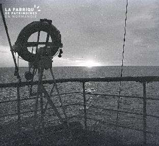 B042 Norvege lever de soleil d'un bateau 1925