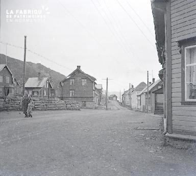 B042 Norvege village 1925