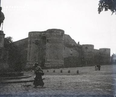 B045 vue sur une forteresse
