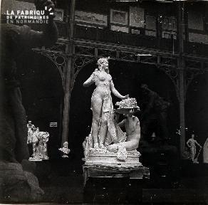 B047 L'exposition de scultures
