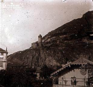 B051 La tour sur la montagne