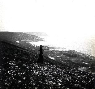 B052 La femme qui regardait la mer