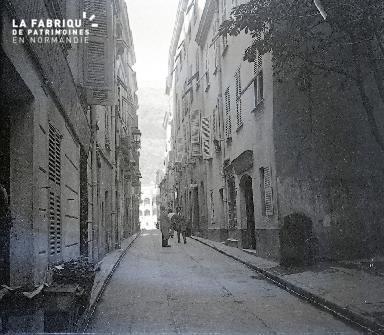 B058 La rue