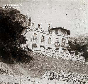 B065 La maison à la terrasse