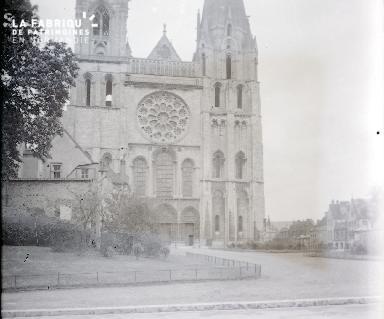 B067 La cathédrale 2