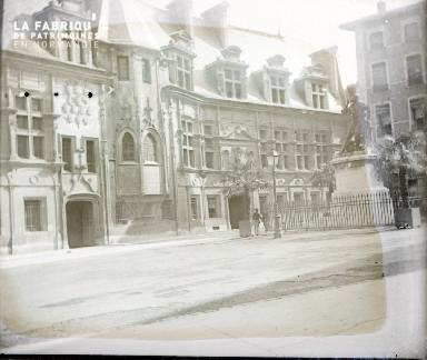 B067 Palais et place
