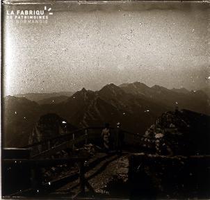 B071 Point de vue sur les montagnes
