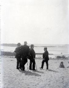 B073 Les hommes à la plage