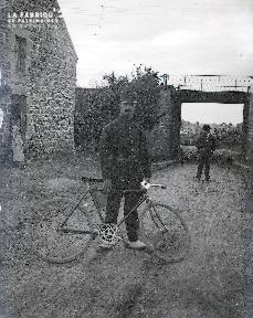 B073 L'uniforme à la bicyclette