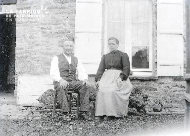 B073 Portrait couple devant fenêtre