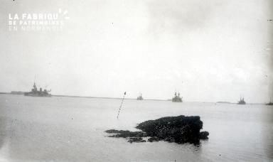 B074 Cherbourg bateaux de guerre dans la rade