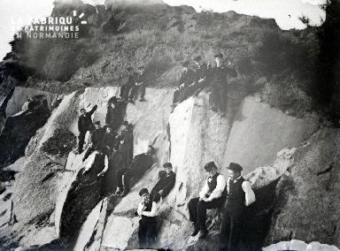 B076 Les collégiens sur la falaise