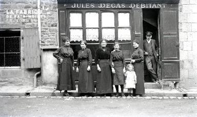 B083 Chez Jules Degas, Débitant