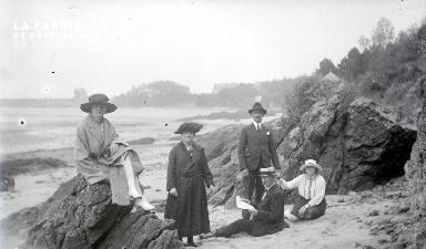 B084 Groupe sur la plage