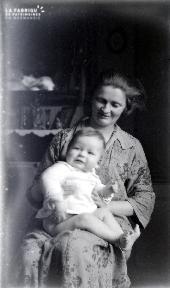 B084 La femme à l'enfant
