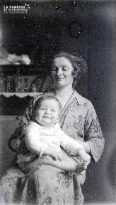 B085 Maman et bébé
