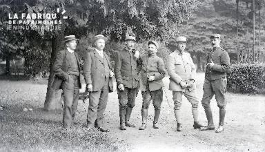 B086 Groupe de civils et de militaires