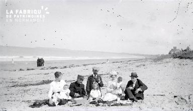 B087 Famille à la plage