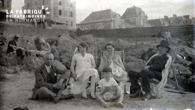 B089 La famille à la plage